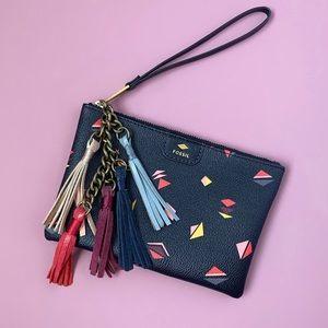 ✨ BRAND NEW fossil wrist purse! ✨